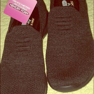 NWT Skechers Air-Cooled Memory Foam. black /gray